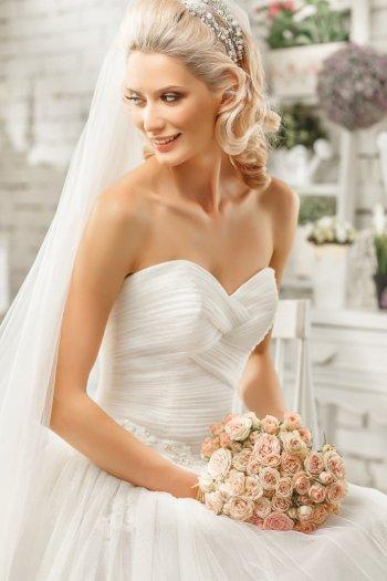 Фото свадебных причесок под длинной фатой